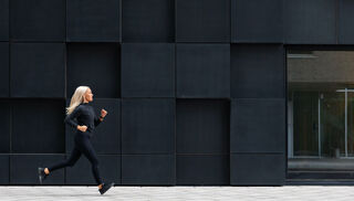 Image of woman running virtual race