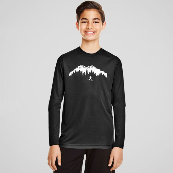 Men's Running Long Sleeve Tech Tee - Trail Runner in the Mountains
