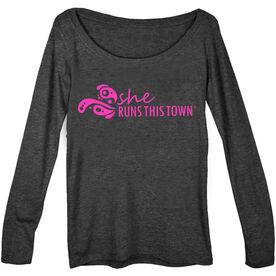 Women's Runner Scoop Neck Long Sleeve Tee - She Runs This Town Logo (Pink)
